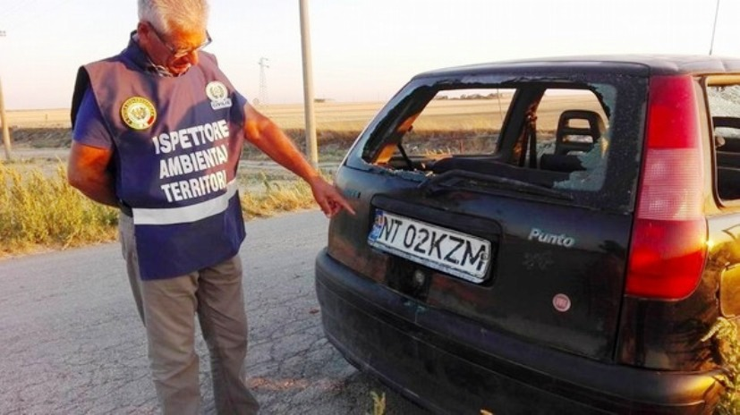 Mașină cu numere românești, CIURUITĂ DE GLOANȚE, găsită abandonată în Italia