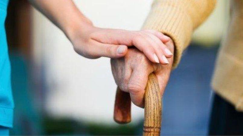 """""""Îngrijitoarele din România strâmbă din nas dacă trebuie să îngrijească un bătrân la pat"""""""