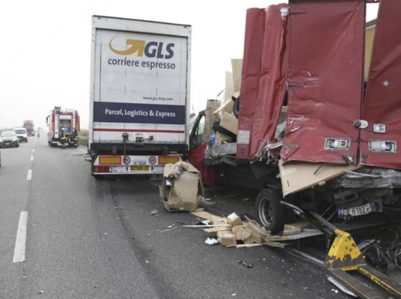 Tragedie în ITALIA: șofer român, ucis de un camion în timp ce aștepta o mașină de tractare