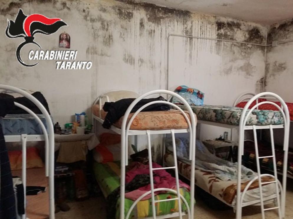 CONDIȚII INUMANE în Italia: muncitori români agresați și siliți să doarmă în camere pline cu mucegai, șoareci și gândaci