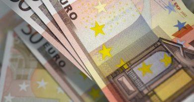 Moneda euro a atins un nou maxim istoric în raport cu leul