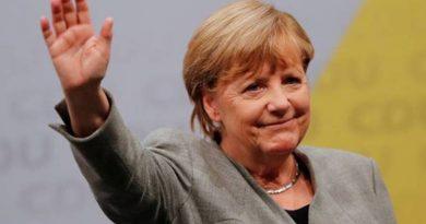 În urma presiunilor, Merkel a decis eliminarea treptată a restricțiilor. Starea de alertă va fi menținută