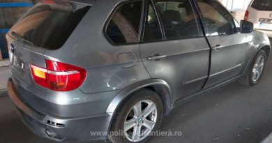BMW căutat de autoritățile britanice și trimis în România pe platformă, confiscat la frontieră