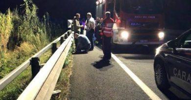 Caz șocant în Italia: O mamă și-a aruncat bebelușul într-o râpă, apoi l-a lovit în cap cu un lemn până l-a ucis