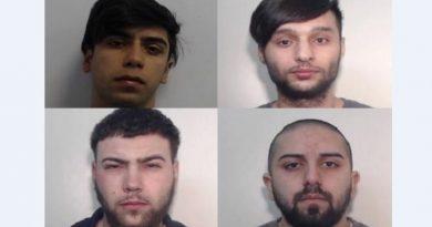 """Patru români din Manchester, condamnați pentru violarea unor copile pe care le """"agățau"""" pe Facebook"""