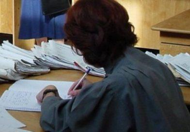 Grefieră, trimisă în judecată pentru măsluirea dosarelor de restituire a taxei auto
