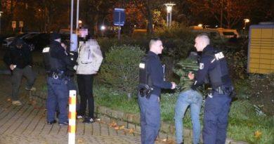 Bătaie în masă la Berlin: Poliția a utilizat spray iritant pentru a calma spiritele