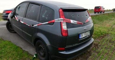 Mașină înmatriculată în Brașov, abandonată de o lună pe o șosea din Germania. Proprietarul e de negăsit