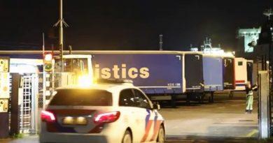 Sofer român, arestat în Olanda. Conducea un camion frigorific în care erau ascunși 25 de migranți