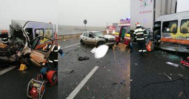 Microbuz cu români care se întorceau din Germania, implicat într-un grav accident lângă Timișoara