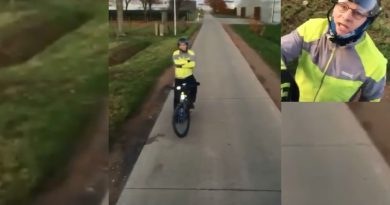 Video viral în Belgia și Olanda: Un biciclist nervos oprește un TIR de 15 tone