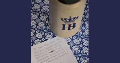 O femeie a returnat o halbă de bere pe care a furat-o acum 55 de ani din Germania