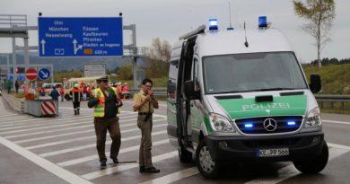 Poliția federală germană a reținut doi traficanți români de migranți sirieni