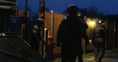 Raiduri în Anglia la persoane suspectate de furtul a zeci de mașini de lux în valoare de 5.000.000 de lire sterline