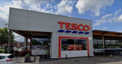 ANGLIA: Alertă într-un supermarket după ce un bărbat a intrat înarmat cu un cuțit
