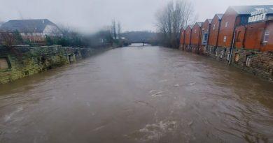 Inundații grave în Marea Britanie. Ninsorile abundente și ploile au început să cadă de aseară