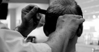 LONDRA: 31 de polițiști, sancționați pentru că au chemat la secție un frizer să-i tundă