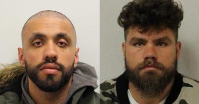 """Un polițist britanic și un român au jefuit """"cărăușii"""" unei rețele de traficanți de droguri"""