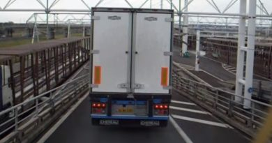 Închisoare și interdicție de intrare în Franța pentru un traficant român de migranți